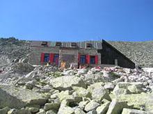 SCHRONISKO POD WAGĄ (Chata pod Rysmi, 2250 m n.p.m.) - źródło Wikipedia