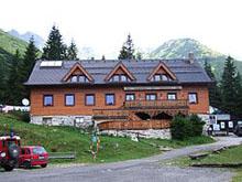 SCHRONISKO ŻARSKIE (Ziarska chata, 1280 m n.p.m.) - źródło strona schroniska