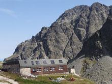 ZBÓJNICKA CHATA (Zbojnicka chata, 1960 m n.p.m.) - źródło Wikipedia